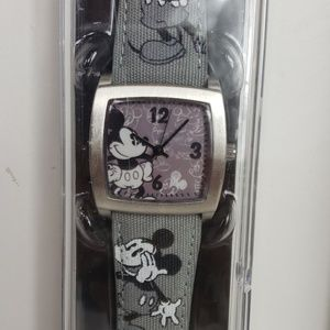 Disney Parks limited release watch. NEW in package